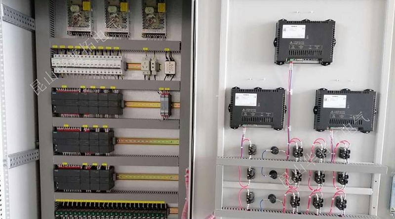 三台触摸屏plc程序控制柜