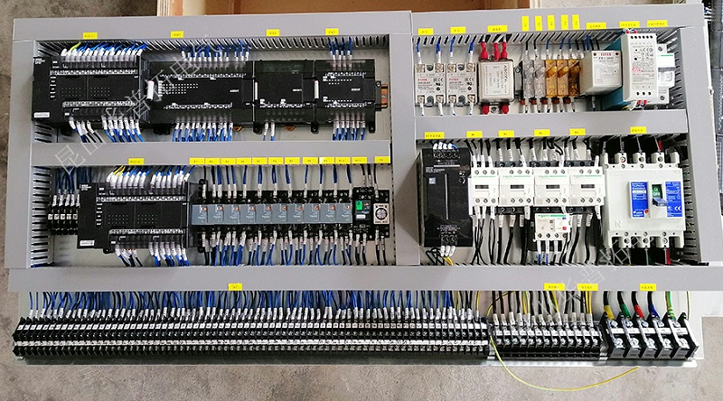 欧姆龙品牌PLC电气柜电控底板安装