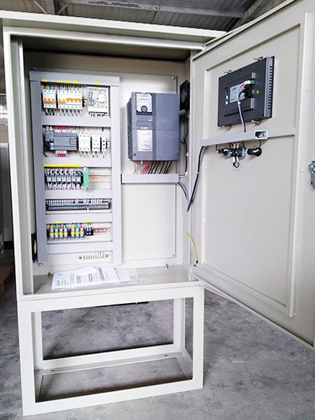 西门子PLC搭载三菱变频器控制柜